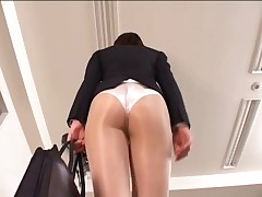 Officelady in sheer pantyhoes